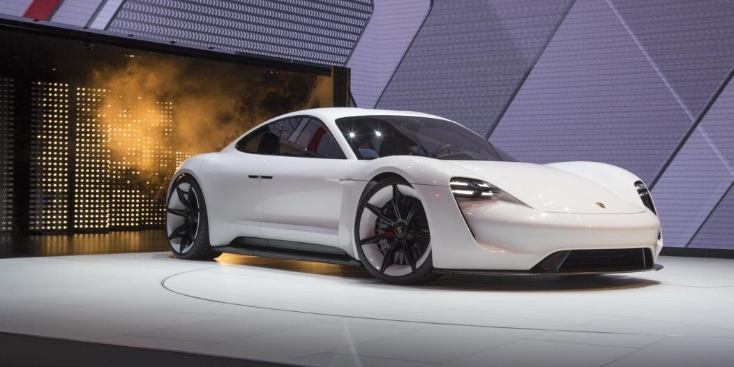 Porsche-Mission-E-Concept-8