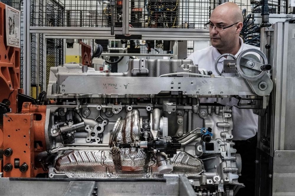 aston-martin-db11-engine-cologne-plant-26