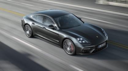 2017-Porsche-Panamera-Turbo-top-view-in-motion-1