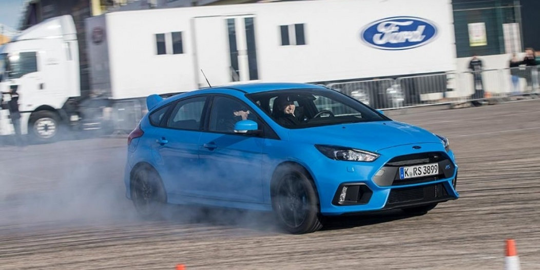 Ford-Focus-RS-2016_0