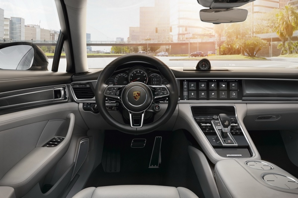 Porsche-Connected-03