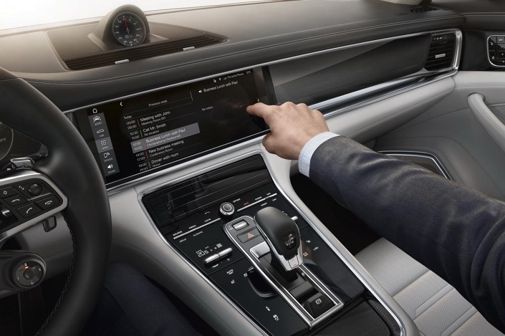 Porsche-Connected-05