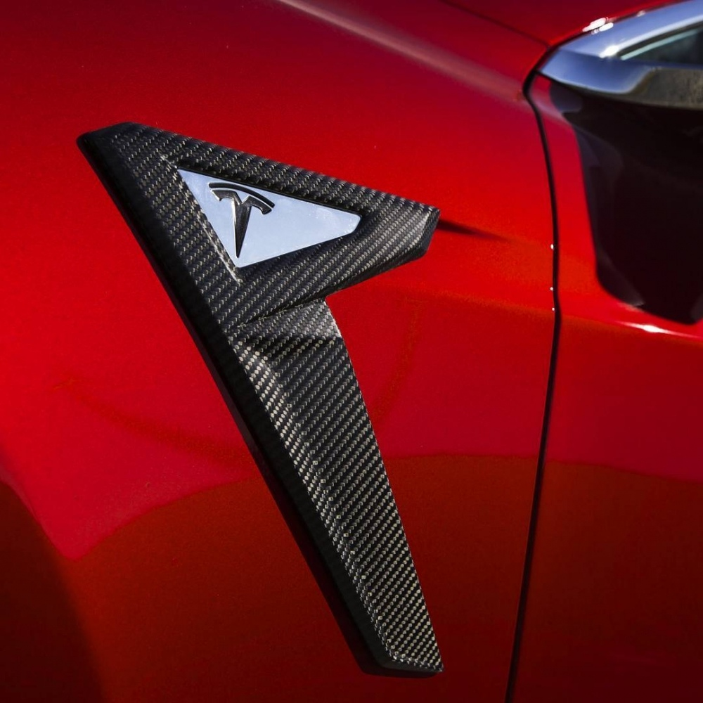 tesla-model-s-gets-the-aftermarket-touch-by-voltes-design_4