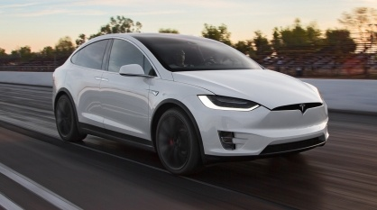2016-Tesla-Model-X-P90D-front-three-quarter-in-motion-e1459357719515