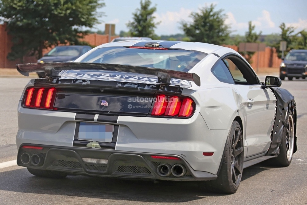 2018-ford-mustang-shelby-gt500-17