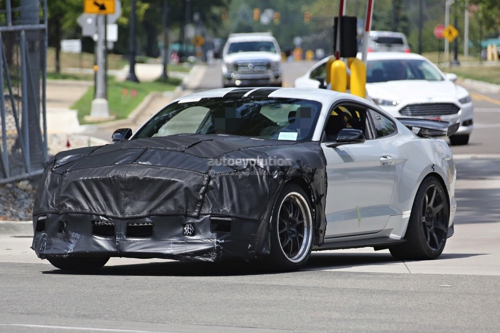 2018-ford-mustang-shelby-gt500-2