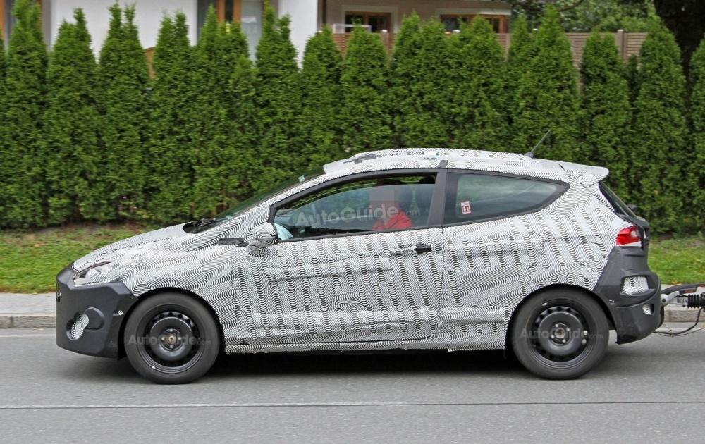 ford-fiesta-3-door-hatchback-spy-photos-05
