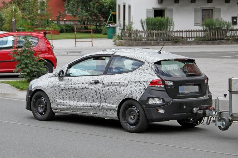 ford-fiesta-3-door-hatchback-spy-photos-07