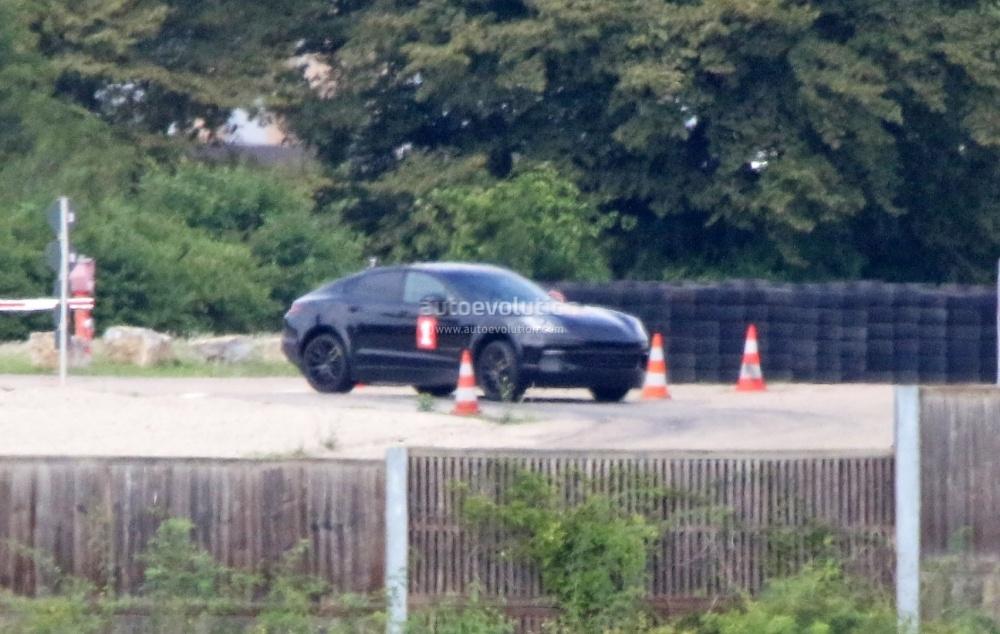 porsche-sahara-suv-coupe-makes-spyshot-debut-as-lifted-panamera-test-car_2