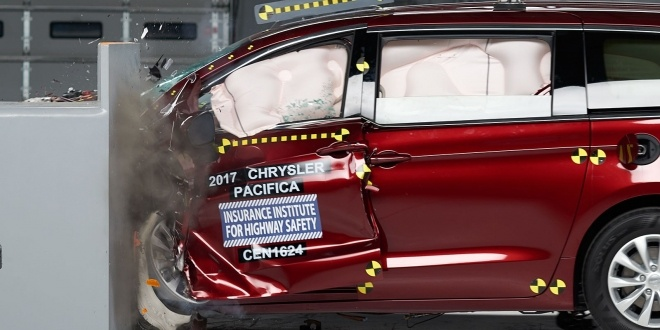 2017-chrysler-pacifica-iihs-5