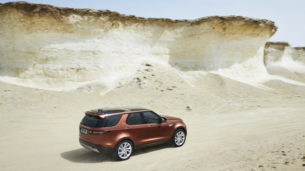 2017-land-rover-discovery-18