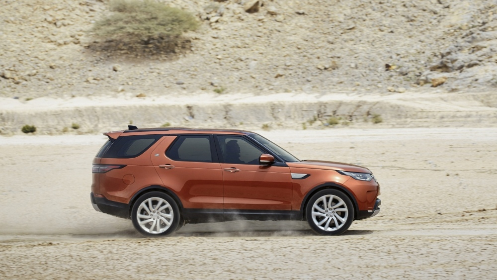 2017-land-rover-discovery-26
