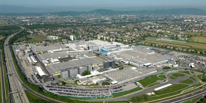 مصنع ماجنا ستيَر في GRAZ