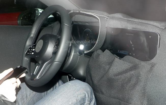 التقاط أول صور تجسسية لداخلية مرسيدس A-Class الجديدة كلياً