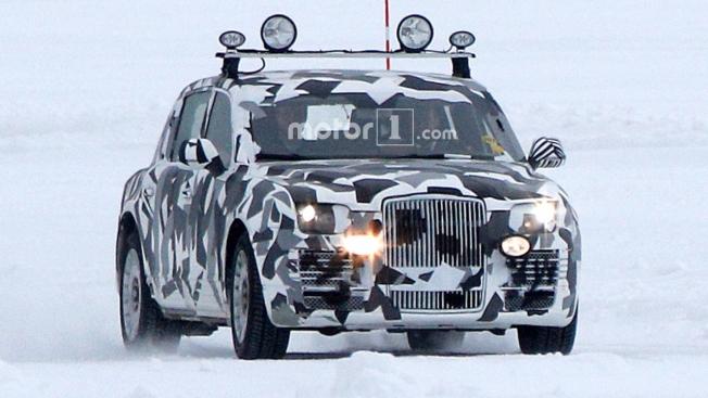 سيارة غامضة شبيهة برولز رويس تشاهد وهي تُختبر وسط الثلوج