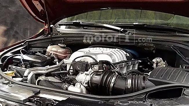 جيب جراند شيروكي تراكهوك تظهر محركها السوبرتشارج في صور تجسسية