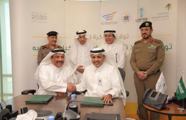 وزارة العمل وهيئة النقل توقعان مذكرة لتوطين مكاتب تأجير السيارات وسائقي تطبيقات سيارات الأجرة