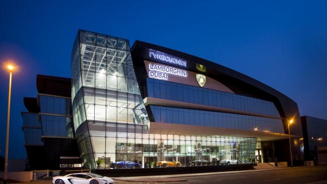 لامبورغيني تفتتح أكبر صالات عرضها في العالم في دبي