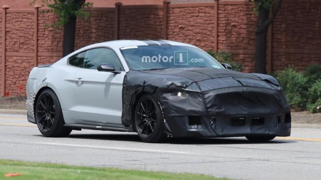 إلتقاط صور تجسسية لفورد موستانج شيلبي GT500 الجديدة كلياً