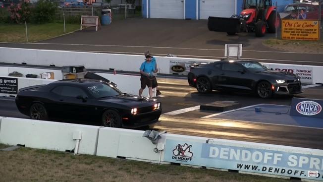 دودج تشالنجر هيلكات تتحدى شيفروليه كمارو ZL1 في سباق الربع ميل