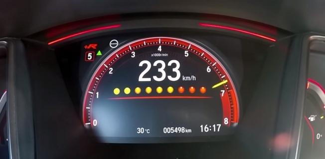 شاهد تسارع هوندا سيفيك Type R الى سرعة 200 كم/س