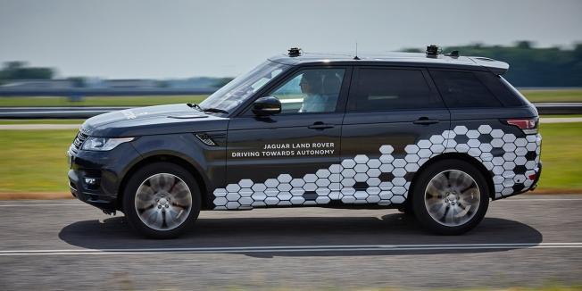 جاكوار لاند روفر تكشف عن نظام قيادة ذاتية للطرق السريعة