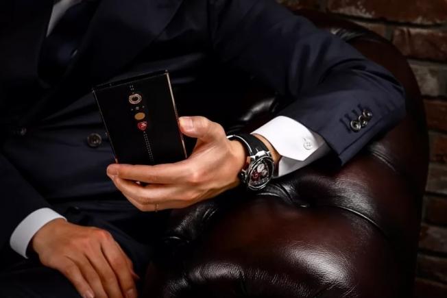 لامبورغيني تكشف عن هاتفها الذكي الجديد بسعر يتجاوز 9 آلاف ريال!