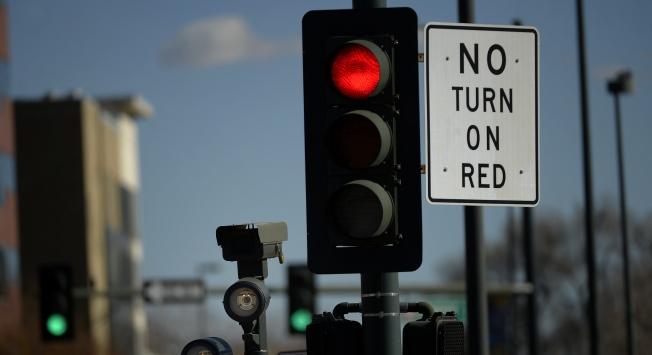 المرور يكشف عن الحالة الوحيدة التي ستعرضك لمخالفة 3 آلاف ريال عند الإنعطاف يميناً والإشارة حمراء