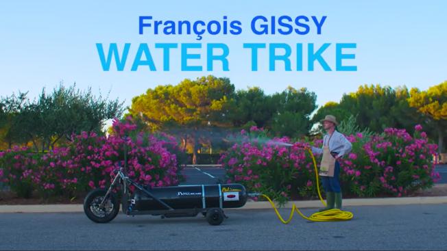 دراجة بمحرك نفاث مائي تتسارع من 0 الى 100 كم/س خلال 0.55 ثانية!
