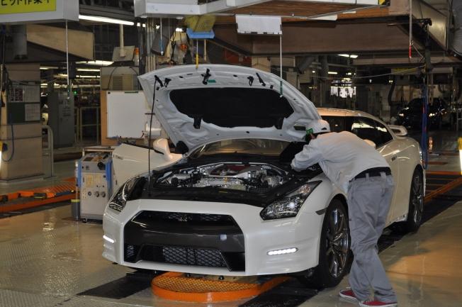 نيسان توقف جميع مصانعها في اليابان بسبب معايير تصنيع خاطئة