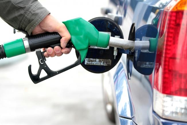 فرض ضريبة القيمة المضافة على البنزين يناير المقبل