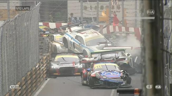 حادث 16 سيارة يلغي جولة ماكاو في سباقات GT