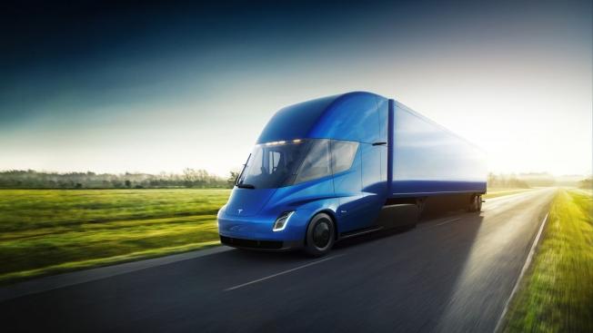 تيسلا تكشف عن شاحنتها الكهربائية Semi بمدى 800 كم