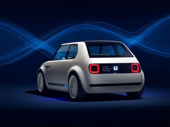 هوندا تعمل على مشروع لشحن سياراتها الكهربائية خلال 15 دقيقة في 2022