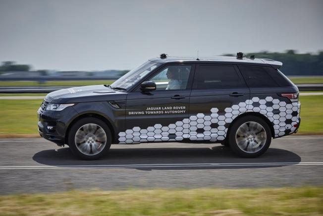 جاكوار لاند روفر تبدأ بإختبار سياراتها ذاتية القيادة على الطرق