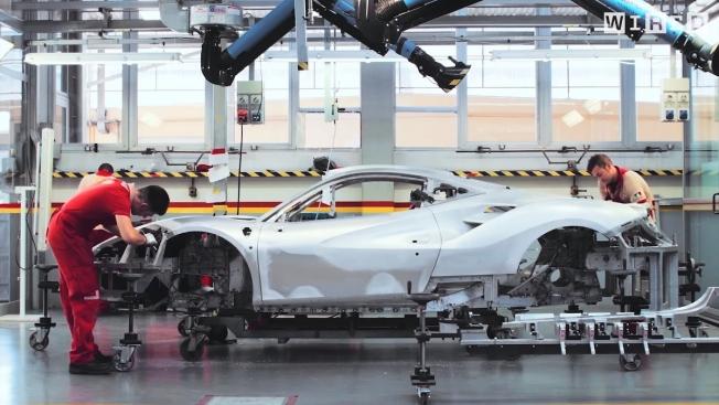 شاهد دقة وروعة إنتاج سيارات فيراري في أقل من 4 دقائق