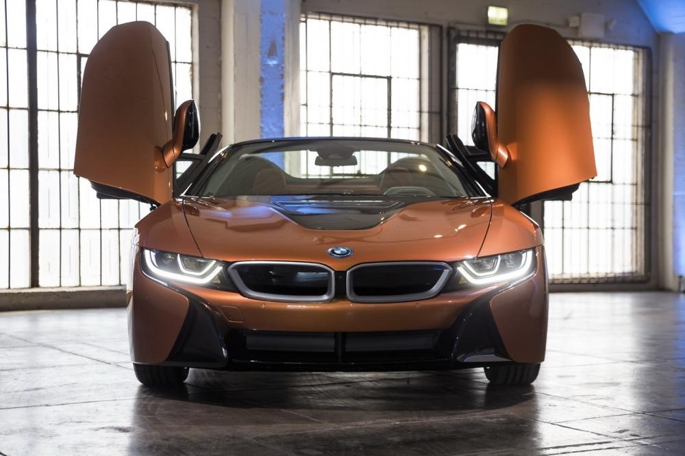 بي ام دبليو تزيح الستار عن i8 رودستر الجديدة وتحديثات i8 كوبيه 2019-BMW-i8-Roadster-Coupe-13-1000x666