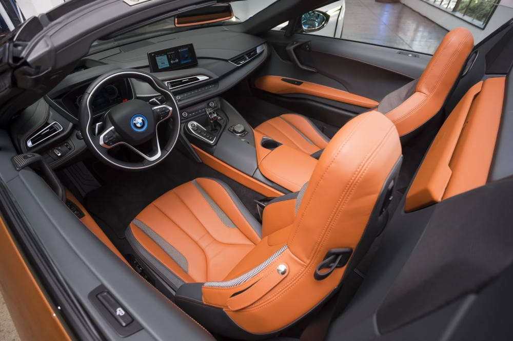 بي ام دبليو تزيح الستار عن i8 رودستر الجديدة وتحديثات i8 كوبيه 2019-BMW-i8-Roadster-Coupe-19-1000x666