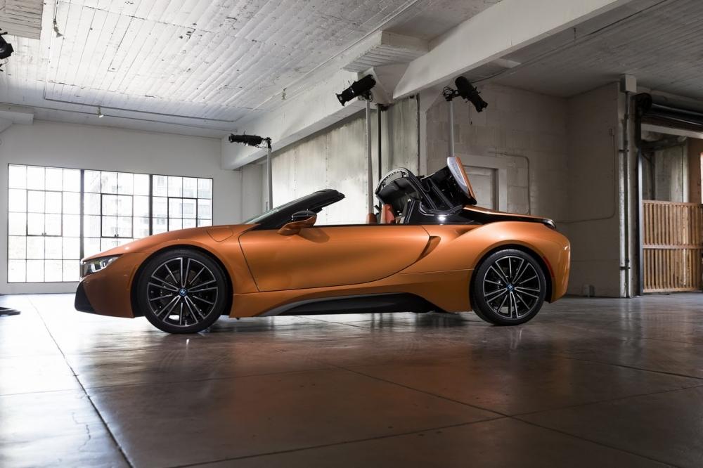 بي ام دبليو تزيح الستار عن i8 رودستر الجديدة وتحديثات i8 كوبيه 2019-BMW-i8-Roadster-Coupe-20-1000x666