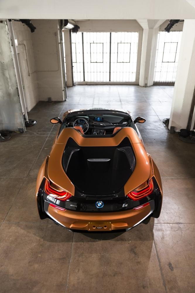بي ام دبليو تزيح الستار عن i8 رودستر الجديدة وتحديثات i8 كوبيه 2019-BMW-i8-Roadster-Coupe-22-666x1000