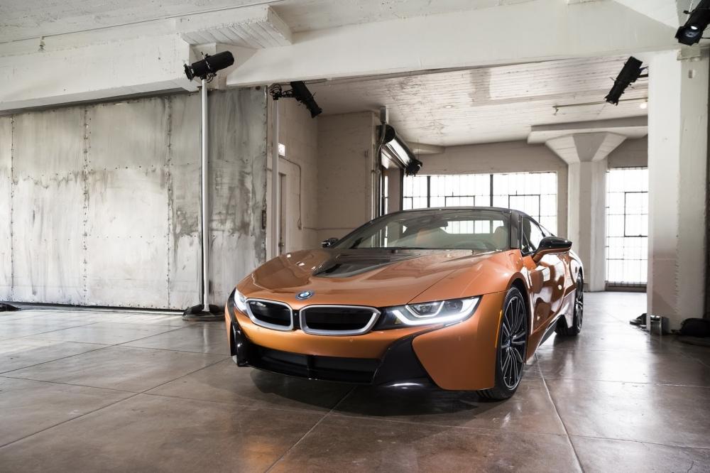 بي ام دبليو تزيح الستار عن i8 رودستر الجديدة وتحديثات i8 كوبيه 2019-BMW-i8-Roadster-Coupe-26-1000x666