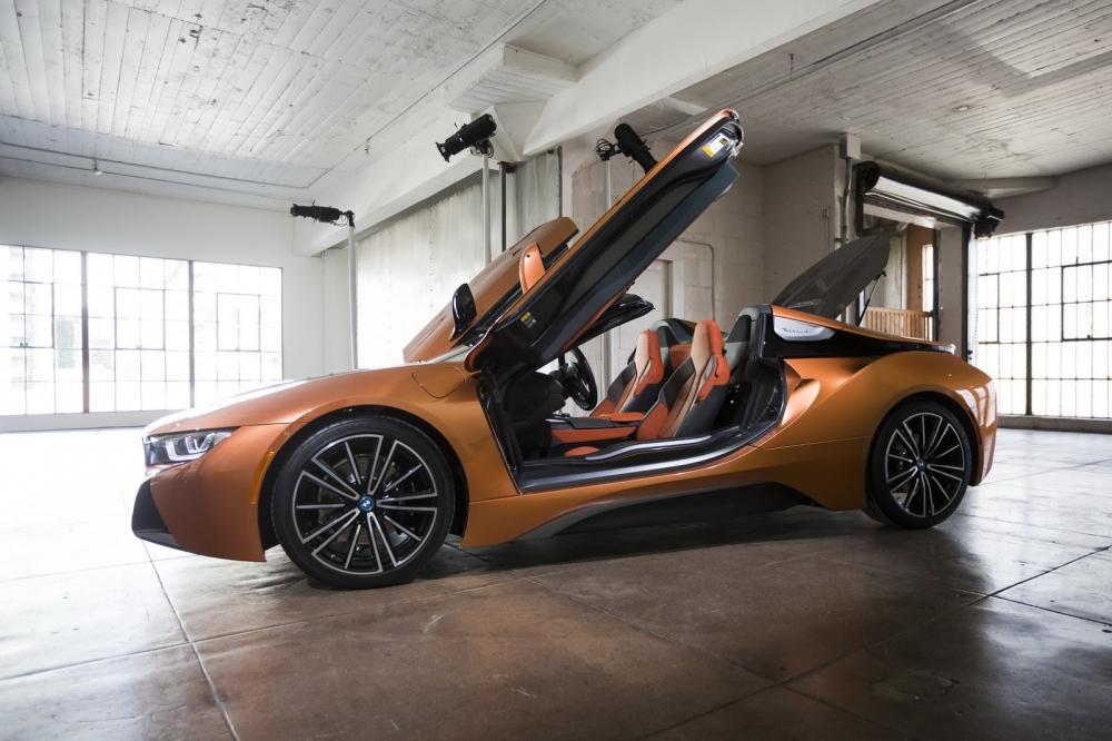 بي ام دبليو تزيح الستار عن i8 رودستر الجديدة وتحديثات i8 كوبيه 2019-BMW-i8-Roadster-Coupe-29-1000x666