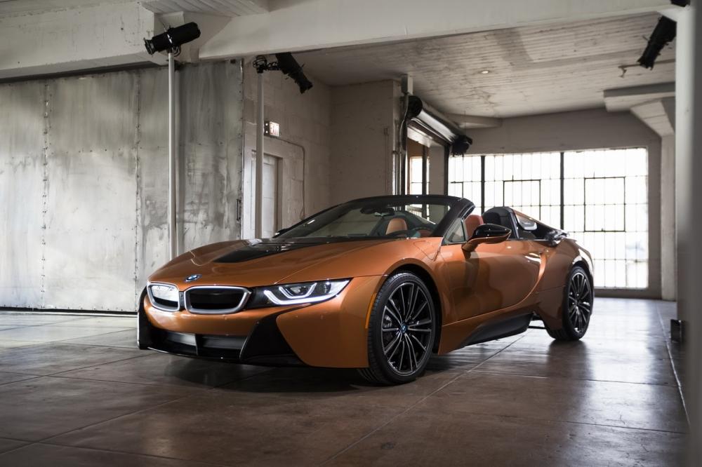 بي ام دبليو تزيح الستار عن i8 رودستر الجديدة وتحديثات i8 كوبيه 2019-BMW-i8-Roadster-Coupe-30-1000x666