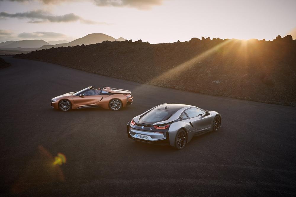 بي ام دبليو تزيح الستار عن i8 رودستر الجديدة وتحديثات i8 كوبيه 2019-BMW-i8-Roadster-Coupe-31-1000x666