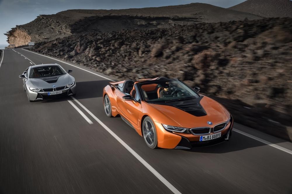 بي ام دبليو تزيح الستار عن i8 رودستر الجديدة وتحديثات i8 كوبيه 2019-BMW-i8-Roadster-Coupe-37-1000x666