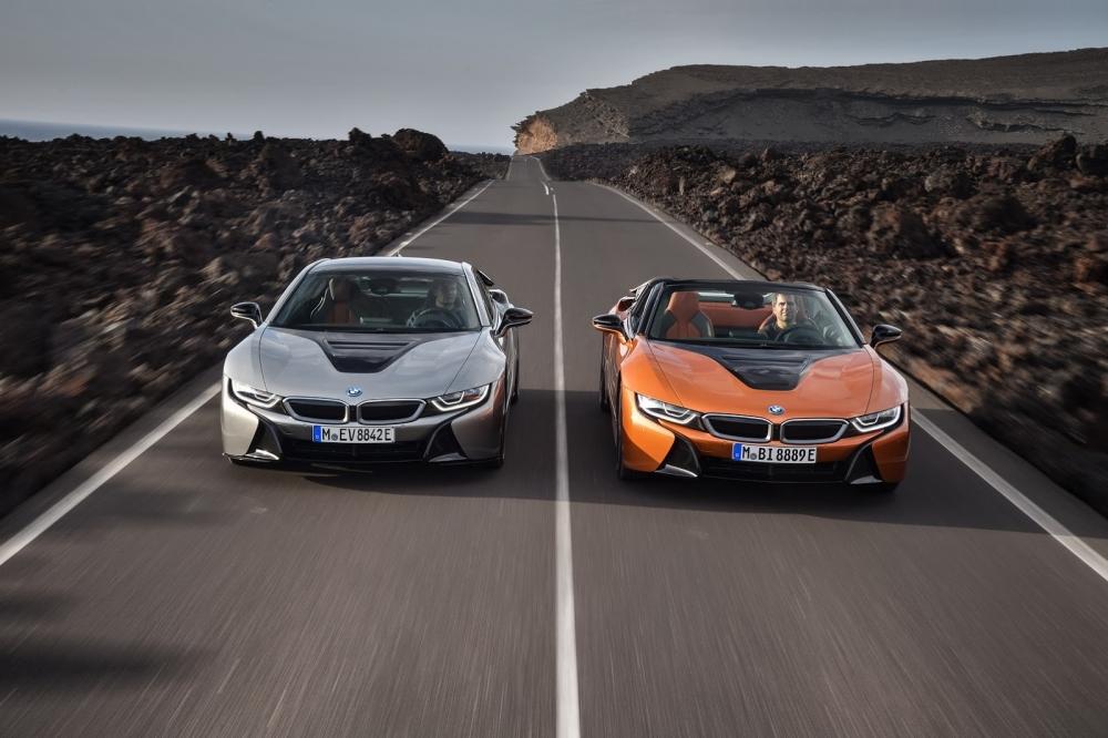 بي ام دبليو تزيح الستار عن i8 رودستر الجديدة وتحديثات i8 كوبيه 2019-BMW-i8-Roadster-Coupe-38-1000x666