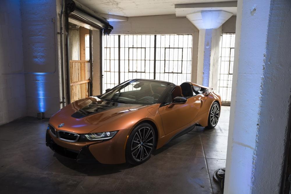 بي ام دبليو تزيح الستار عن i8 رودستر الجديدة وتحديثات i8 كوبيه 2019-BMW-i8-Roadster-Coupe-6-1000x666