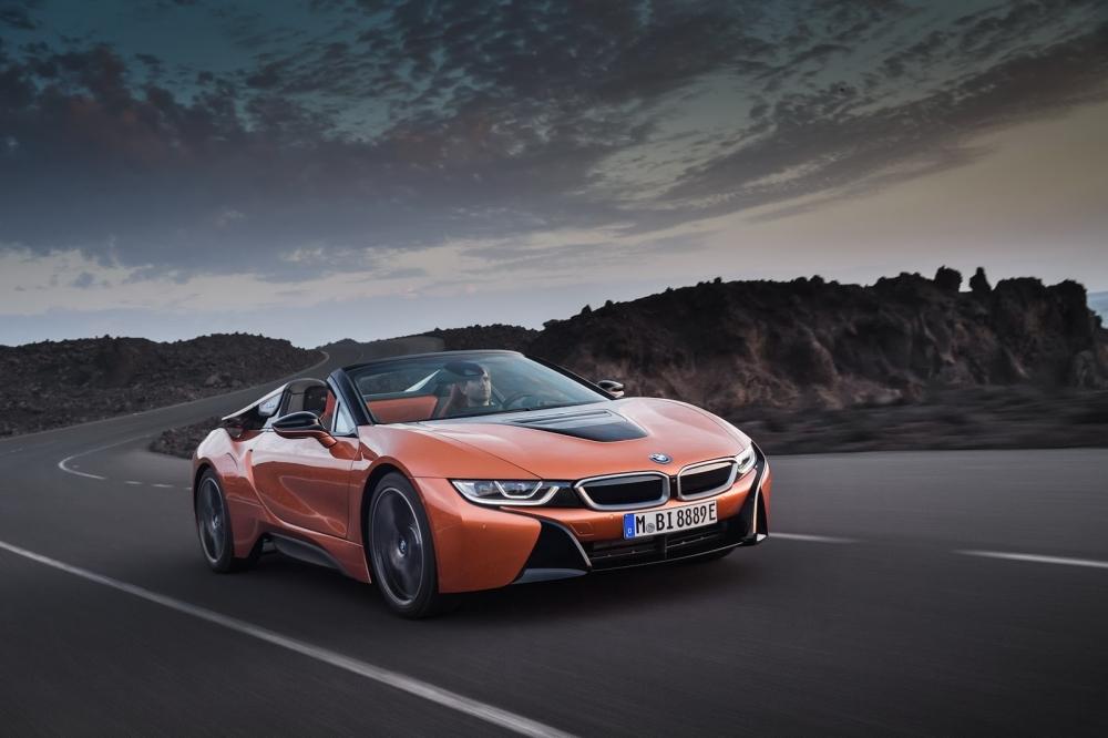 بي ام دبليو تزيح الستار عن i8 رودستر الجديدة وتحديثات i8 كوبيه 2019-BMW-i8-Roadster-Coupe-67-1000x666