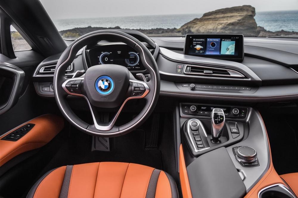 بي ام دبليو تزيح الستار عن i8 رودستر الجديدة وتحديثات i8 كوبيه 2019-BMW-i8-Roadster-Coupe-83-1000x666
