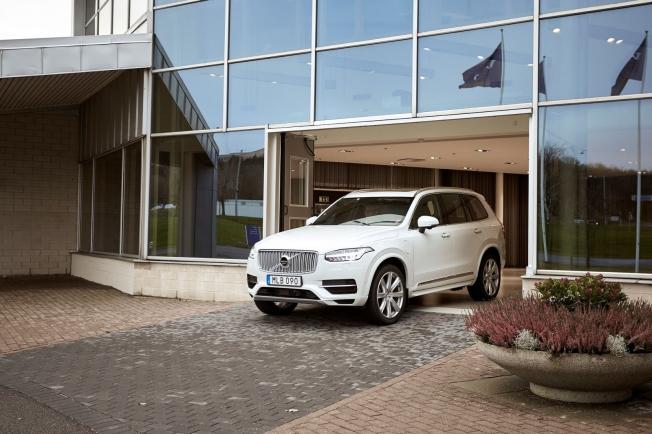 فولفو تؤجل إطلاق سيارتها ذاتية القيادة الأولى إلى 2021